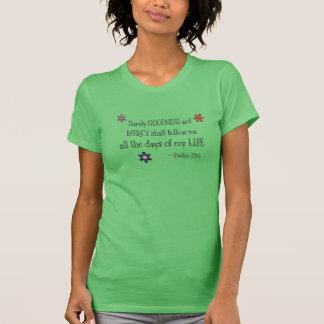 Calidad y misericordia - 23:6 del salmo (hierba) camiseta