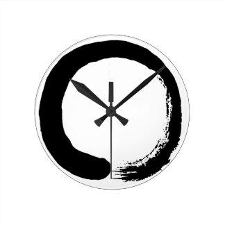 Caligrafía del zen del círculo de Enso Reloj Redondo Mediano