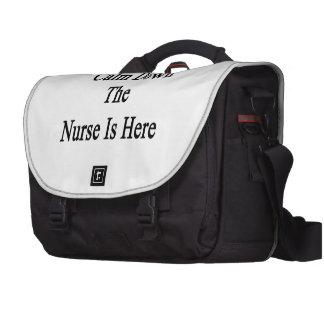 Calme abajo a la enfermera está aquí bolsas para ordenador