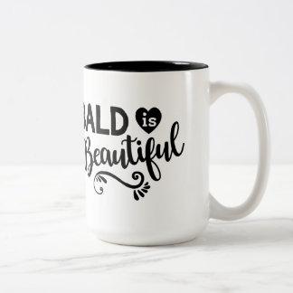 Calva es la taza de café hermosa