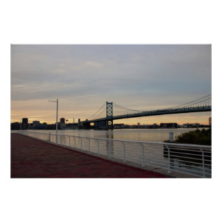Calzada con el puente de Ben Franklin Póster