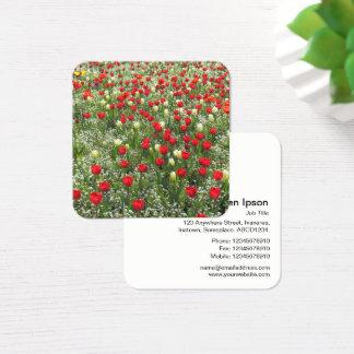 Cama de tulipanes y de otras flores tarjeta de visita cuadrada