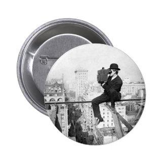 cámara antigua en una foto del vintage del highris chapa redonda de 5 cm