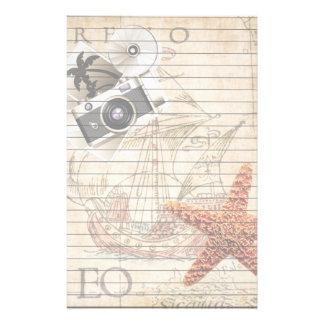 Cámara del vintage de las estrellas de mar y papelería
