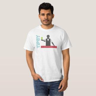 Camarero achispado del diseño de la tipografía del camiseta