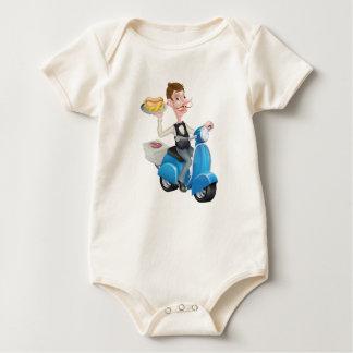 Camarero del dibujo animado en el ciclomotor de la body para bebé