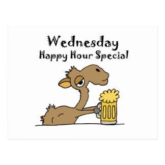 Camello de consumición de la cerveza divertida postal