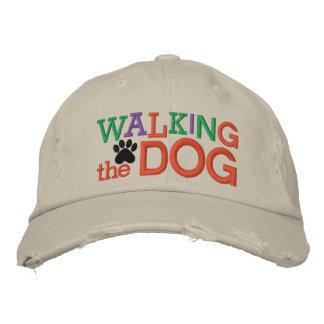 Caminando el casquillo del perro por SRF Gorras Bordadas