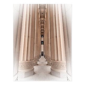 Camino arquitectónico de pilares postal