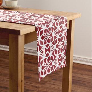 Camino De Mesa Corto Corredor rojo y blanco de la tabla del modelo del