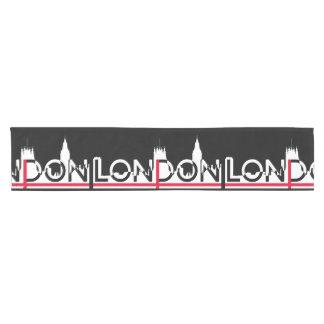 Camino De Mesa Corto Silueta de Londres y bandera inglesa