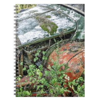 Camión abandonado del vintage cuaderno