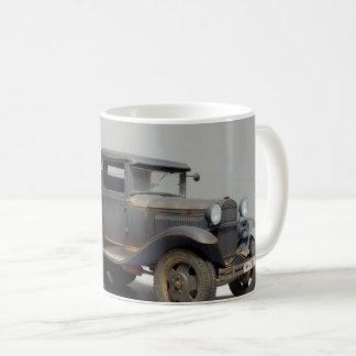 Camión militar viejo taza de café