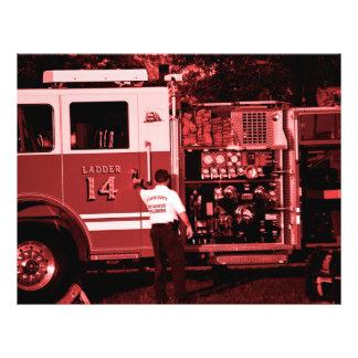 camión que entra Borgoña del bombero coloreada Folleto 21,6 X 28 Cm