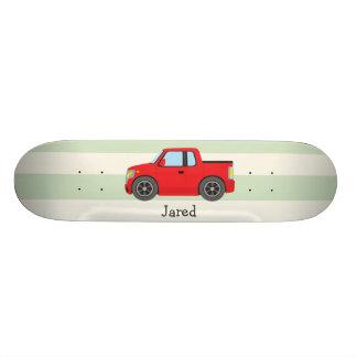 Camión rojo; Rayas verdes en colores pastel Tablas De Skate