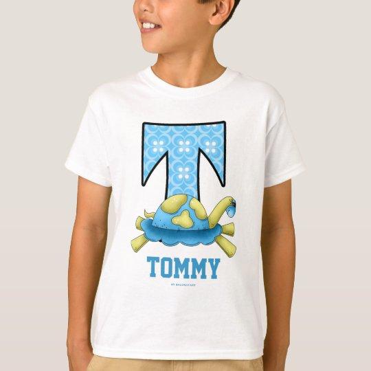 "Camisa azul del monograma ""T"" de la tortuga de la"