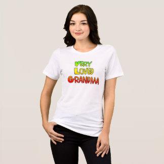 Camisa colorida muy amada del texto de la abuela