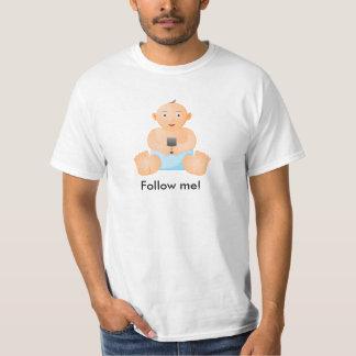 Camisa con el bebé que lleva a cabo una imagen del