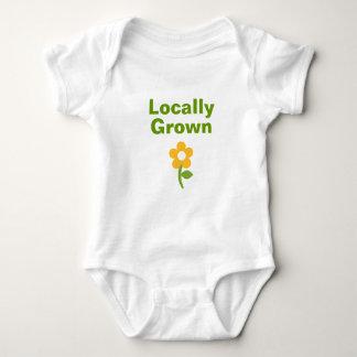 Camisa cultivada localmente linda para los bebés y