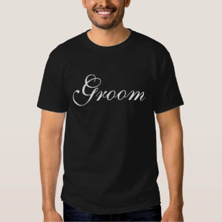 Camisa cursiva del engranaje del boda del novio de