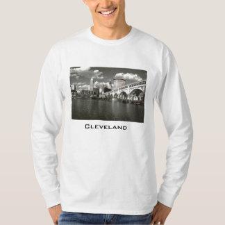 Camisa de manga larga blanco y negro de la foto de