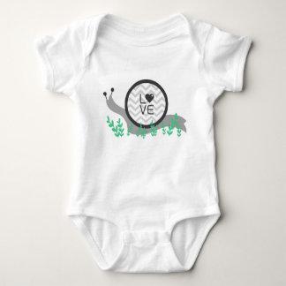 Camisa del bebé del amor del caracol (una pieza)
