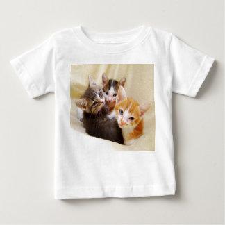Camisa del bebé del trío de los gatitos