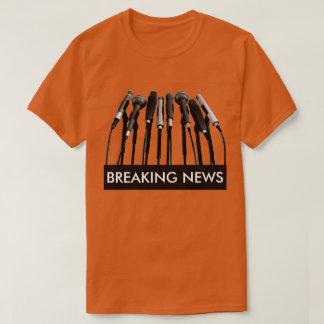 Camisa del micrófono de las noticias de última