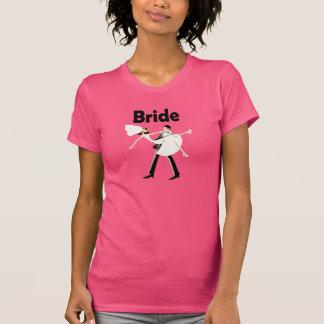Camisa fucsia de la novia con la novia y el novio