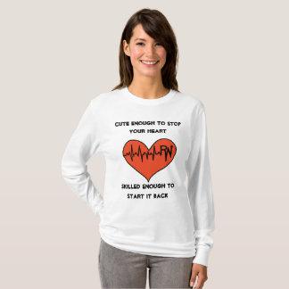 Camisa linda de la enfermera