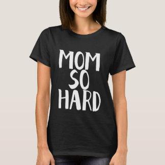 Camisa tan dura de la mamá