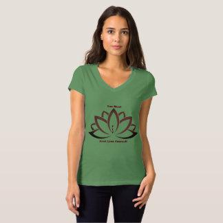 Camisa verde (TM) con cuello de pico del loto de