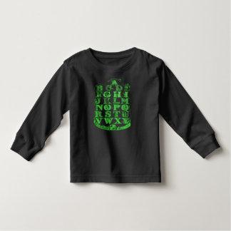Camisa verde y negra del alfabeto de los niños