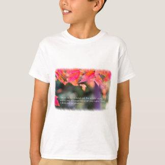 Camiseta 16:8 del salmo en las hojas de la caída