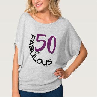 Camiseta 50 y tipografía púrpura y negra fabulosa