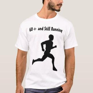 Camiseta 60+ y todavía corriendo