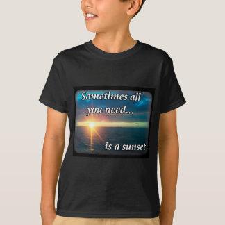 Camiseta A veces toda lo que usted necesita es una puesta