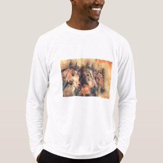 Camiseta Acuarela artística de los caballos que pinta