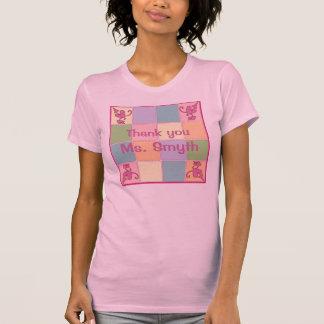 Camiseta adaptable rosada del remiendo