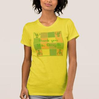 Camiseta adaptable verde del remiendo