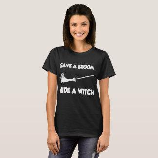Camiseta ahorre un paseo de la escoba una bruja