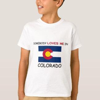 Camiseta Alguien me ama en COLORADO