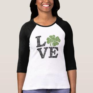 Camiseta AMOR del día del St Patricks con el trébol