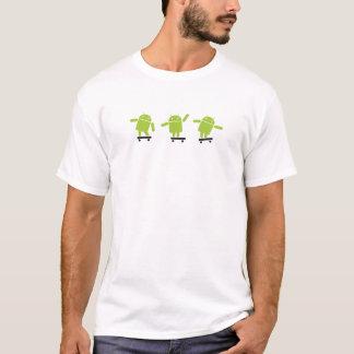 Camiseta Androide que anda en monopatín