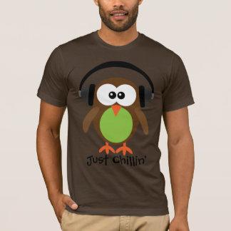 Camiseta Apenas búho de Chillin con los auriculares
