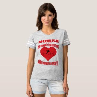 Camiseta Bastante linda enfermera cristiana
