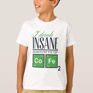 Camiseta Bebo cantidades insanas de código, diseño del