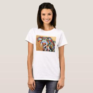 Camiseta blanca con diseño colorido del elefante