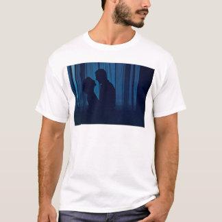 Camiseta Blue silhouette couple kissing analogue film photo