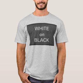 Camiseta BNW circunda las muestras del texto de n - blanco